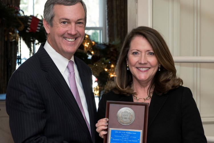 Secretary Hargett presents Medallion Award to First Lady Crissy Haslam